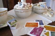 Originální výstavu balených cukrů je možné od víkendu navštívit v zámku Lešná u Valašského Meziříčí. Jednotlivé exponáty pocházejí ze soukromé sbírky sběratelky Jitky Šošolíkové z Valašského Meziříčí.