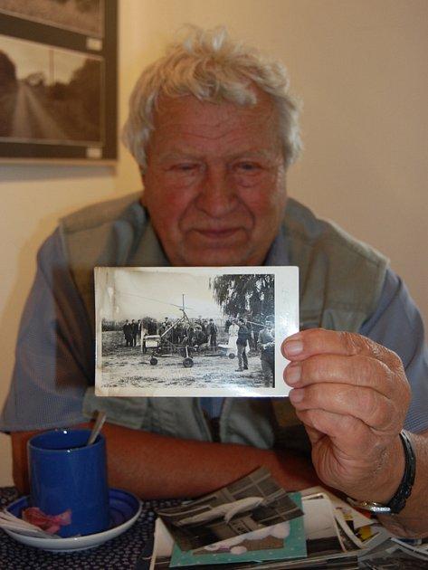 Mojmír Bača ze Slavičína sestrojil několik letounů.  Jeho Bačostroj létá už třicet let.