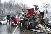 Pomoc hasičů po velmi těžké dopravní nehodě u Krhové.