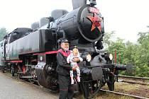 Parní mašinka Matěj oslavila v roce 2018 sedmdesát let. Stále je schopná provozu díky partě nadšenců z Valašské společnosti historických kolejových vozidel, včetně Vojtěcha Fridrycha.