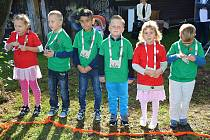 Na základní škole Integra zahájili školní rok tradičně na zahradě školy. Prvňáčky přišli přivítat žáci celé školy.
