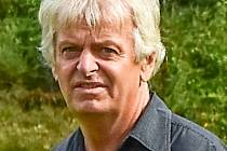 K hlavním hybatelům kopané v Horní Bečvě patří čerstvý šedesátník Karel Sekyra.