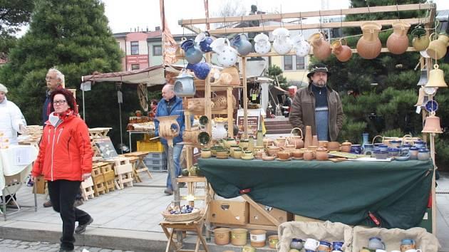 Zájem byl o tradiční řemeslné výrobky. Prodávaly se vykrajovátka, hliněné hrnce i proutěné zboží.
