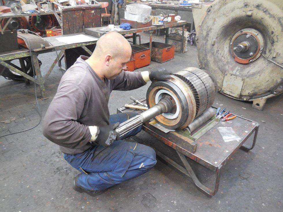 Motorový vůz M 290.002 známý jako Slovenská strela se dočkal v letech 2018-2020 opravy. Hnacího agregátu se ujala firma Mezopravna Vsetín. Montáž rotorpaketu generátoru - pan Vlček