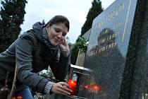 Zapalování svíček na dušičky; Vsetín, hřbitov čtvrtek 1. listopadu 2012.