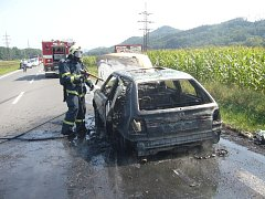 Na hlavní komunikaci I/35, u obce Zubří, došlo k rozsáhlému požáru osobního auta zn. Š Felicia.