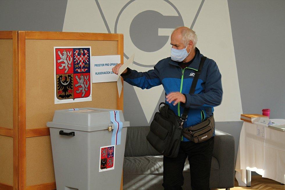 Ve volebním okrsku č. 13 na Masarykově gymnáziu ve Vsetíně hlasovali obyvatelé Vsetína 2. října 2020 v krajských volbách. Svůj hlas odevzdal také Zdeněk Bařina.