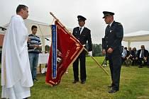 Slavnost svěcení nového praporu Sboru dobrovolných hasičů ve Lhotě u Choryně (Valašské Meziříčí); sobota 6. července 2013.