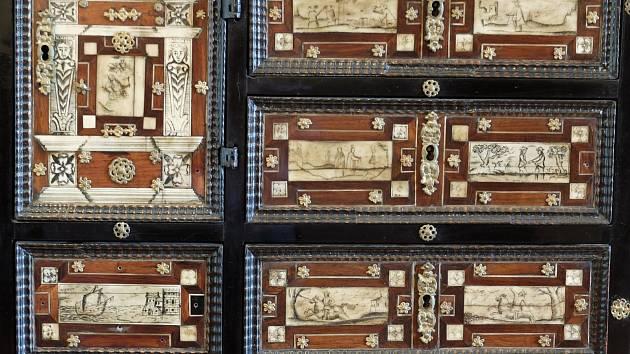 Detail raně barokního kabinetu ze zámku Lešná u Valašského Meziříčí