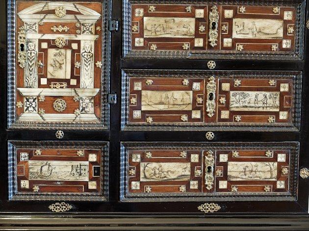 Detail raně barokního kabinetu ze zámku Lešná uValašského Meziříčí