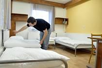 Lidé bez domova mají ve Vsetíně i Valašském Meziříčí v mrazech kam složit hlavu.