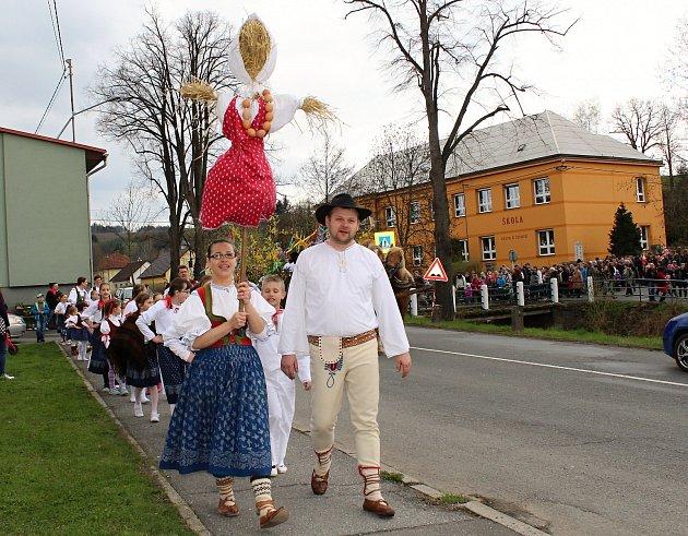 V Ratiboři lidé přivítali jaro. V pestrém programu hráli hlavní roli členové souboru Kosiska. Malí i velcí předvedli své pěvecké a taneční umění. Poté se v průvodu včele s Mařenou vydali k obecnímu úřadu, kde se všichni definitivně rozloučili se zimou a v