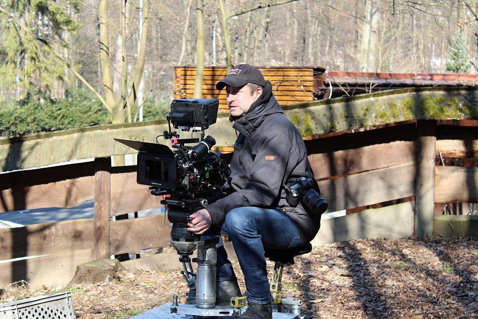 Filmový štáb začal posledního února s natáčením pohádky Největší dar. Z lokalit si filmaři vybrali z velké části prostředí Valašského muzea v přírodě v Rožnově pod Radhoštěm. Kamery se ujal David Ployhar.