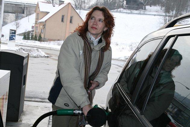 Některé čerpací stanice na Valašsku už zvedly ceny paliv, jiné se ke zdražení chystají