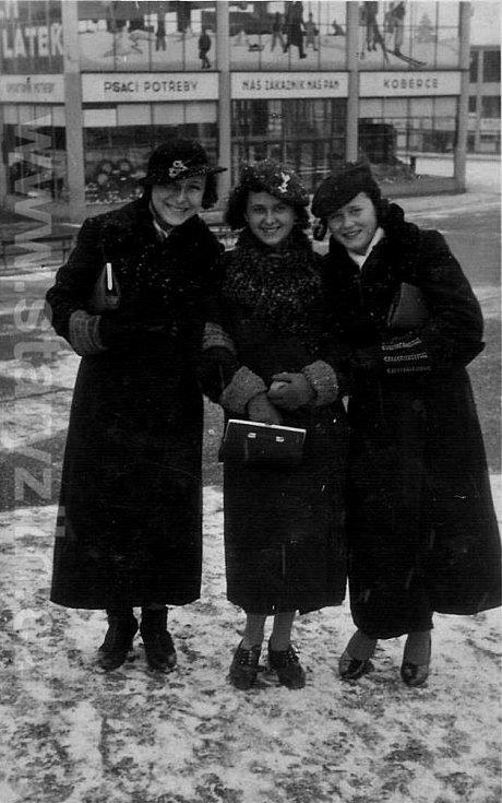 Zima ve Zlíně v r. 1939 u Obchodního domu.