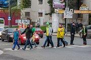 Šesté kolo kvalifikace o WSM ligu, zápas mezi týmy HC Vlci Jablonec nad Nisou a VHK ROBE Vsetín, se odehrálo 13. dubna na zimním stadionu v Jablonci nad Nisou. Na snímku fanoušci před zahájením zápasu.