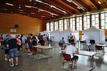 Očkovací centrum ve sportovní hale Na Lapači ve Vsetíně.