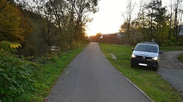 Úsek Cyklostezky Bečva v Novém Hrozenkově, kde v sobotu 13. října 2018 havarovali dva cyklisté.