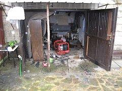 K požáru garáže rodinného domu došlo v sobotu odpoledne v Horní Bečvě. Popálen byl jeden muž.