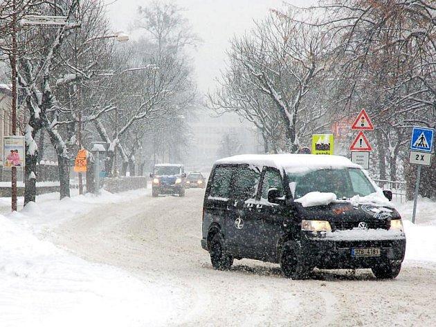 Město Vsetín stejně jako celý valašský region zasypal sníh. Technické služby i silničáři se ihned pustili do jeho odklízení.