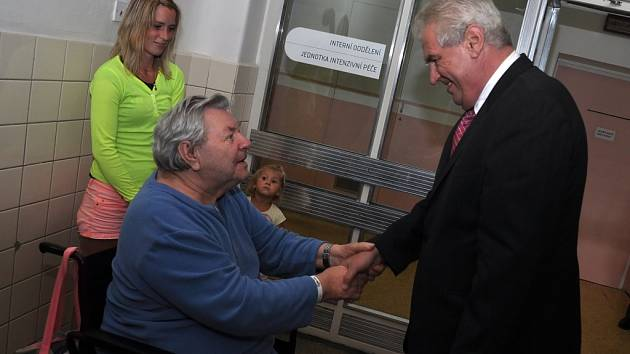 Prezident republiky Miloš Zeman na návštěvě nemocnice ve Vsetíně; čtvrtek 5. září 2013