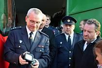 Sbor dobrovolných hasičů ve Lhotě u Valašského Meziříčí dostal nový automobil Ford Tranzit Kombi. Nahradí 30 let starou Avii.