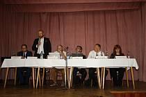 V úterý 29. srpna 2017 se v Kulturním domě v Lešné konalo veřejné projednávání záměru firmy Hajdík postavit výrobní závod v Lešné několik desítek metrů od obytné zóny. Místní lidé měli možnost se seznámit se studií EIA (posuzování vlivů záměru na životní