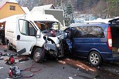 Čelní střet dvou vozů u Rožnova pod Radhoštěm měl 16. prosince 2016 tragické následky. Jeden řidič zemřel.