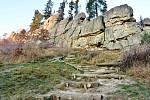 S erozí půdy bojují ochranáři nejvíce na turisticky exponovaných místech. Na snímku zpevnění pěšinek na Čertových skalách v Lidečku.