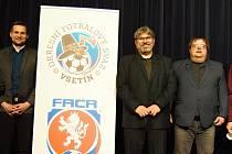 Josef Fojtík (první zleva) je dál členem výkonného výboru OFS Vsetín.