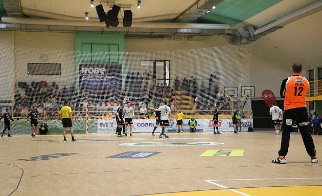 Extraligoví házenkáři Zubří (v bílém) v sobotním 21. kole porazili Lovosice 31:21 a v předstihu se stali vítězi základní části.