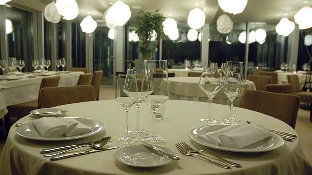 Hotel Lanterna ve Velkých Karlovicích nabízí ve své restauraci luxusní prostředí.