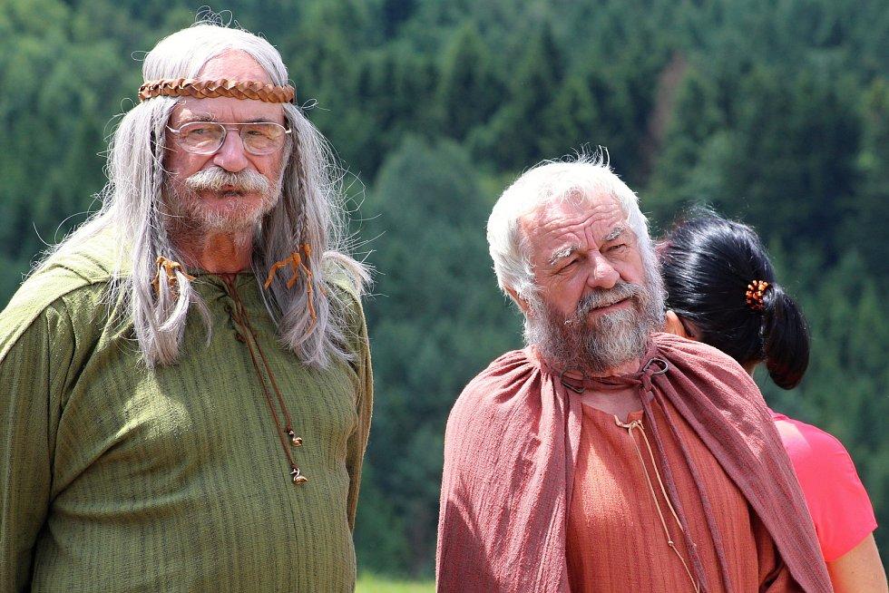 Filmaři pokračovali 3. července 2019 na kopci na Podlesím s natáčením pohádky Největší dar. Role bohů se zhostili také herec Pavel Nový a Milan Orálek.