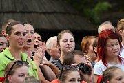 Součástí programu Mezinárodního folklorního festivalu Rožnovské slavnosti byly také Valašské hry. O první místo bojovalo v několika disciplínách osm folklorních souborů.