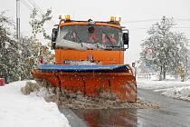 Sypač bojuje se sněhem