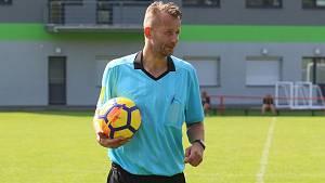 Bývalý ligový fotbalista Ľuboš Perniš píská na Zlínsku krajské soutěže.