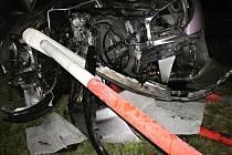 Osobní vůz boural v sobotu 30. ledna 2016 ve večerních hodinách do zábradlí ve Stříteži nad Bečvou.