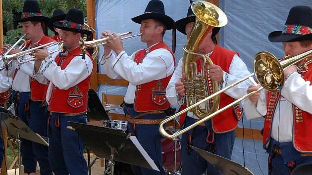 Muzikanti Lidečanky si nemohli nechat ujít vystoupit při oslavách titulu Vesnice roku před dvěma lety.