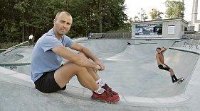Rožnovská radnice zveřejnila nové propagační video s názvem Rožnov žije sportem! Průvodcem v klipu je cyklistický ultramaratonec Svatopluk Božák.