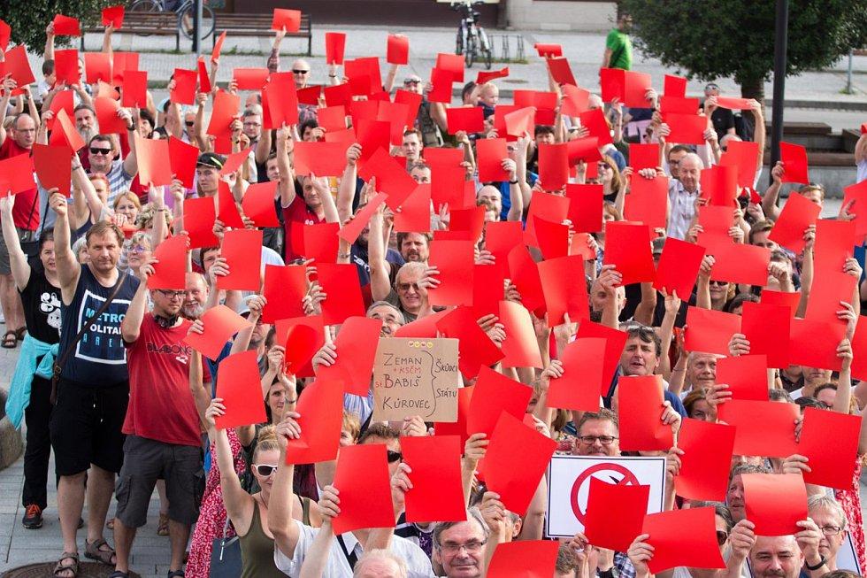 K protestnímu setkání Jednou provždy, které se v úterý 5. června 2018 uskutečnilo na stovkách míst po celé republice, se připojili také v Rožnově pod Radhoštěm. Jeho cílem bylo vyjádřit nesouhlas se znovujmenováním Andreje Babiše premiérem a dát najevo ne