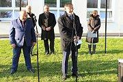 Lidickou hrušeň vysadili ve středu 28.11.2018 na zahradě ZŠ Žerotínova ve Valašském Meziříčí. Aktu se zúčastnil také předseda oblastní organizace Českého svazu bojovníků za svobodu Alois Martinek.