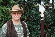 Jaroslav Bob Kraus je šéfem osady od roku 2010. Trampem je od patnácti let. Jeho otec byl spoluzakladatelem Hawaie