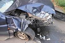 Zranění řidiče si vyžádal náraz osobního auta do pilíře podjezdu u balíren ve Valašském Meziříčí. U dopravní nehody zasahovaly všechny složky integrovaného záchranného systému.