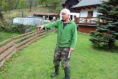 Koncem měsíce září 2018 začal na Valašsku páchat škody medvěd hnědý. Na Jasence potrhal pět ovcí. Majitel Jaromír Machala ukazuje na místo, kde se ještě večer pásly.