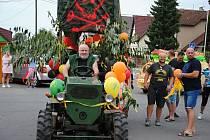 Průvod alegorických vozů, který je tradiční součástí oblíbeného Tarahunského poháru v Poličné; sobota 3. srpna 2019