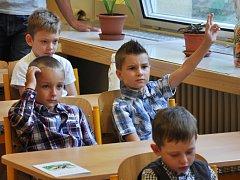 První den školního roku 2015/2016 v největší vsetínské Základní škole Sychrov
