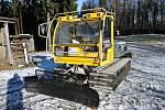 O desítky kilometrů běžeckých stop na Beskydské magistrále ve Vsetínských Beskydech se stará nová rolba. Ta původní nově slouží v Halenkově.