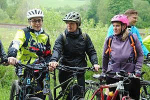 Cyklisté jsou připravení vyrazit na nově otevřený úsek cyklostezky mezi Poličnou a Brankami na Valašskomeziříčsku; pátek 29. května 2020