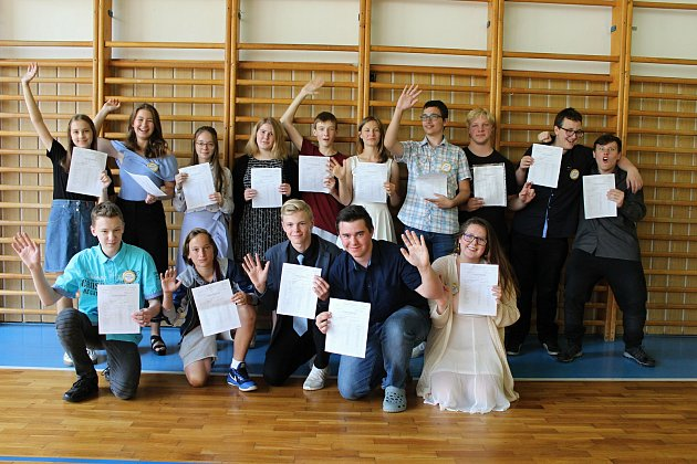 Pro své poslední vysvědčení na vsetínské Základní škole Sychrov si 29. června 2018 přišli deváťáci ze třídy 9.A.