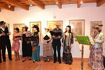 Hosté z Múzické školy se speciálním zaměřením na děti a mládež se zdravotním postižením z Ostravy – Mariánských hor interpretují písně ze slavných muzikálů v Informačním centru Zvonice na Soláni; sobota 11. května 2013